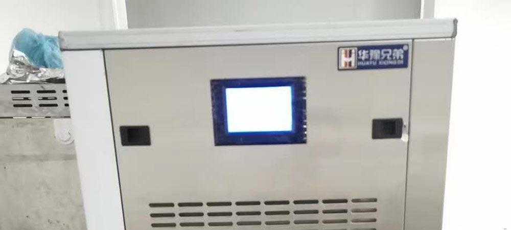 XD-300 300Kgs Commercial Flake Ice Maker Installed In a Restaurant