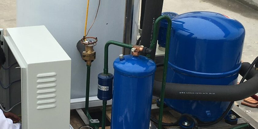 BIF-2TA 2000Kgs Flake Ice Machine Installed With Split Air Cooling Condenser